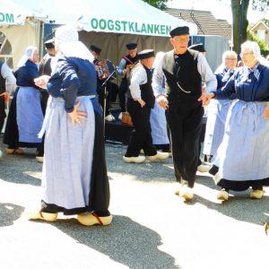 (114) Boerendansgroep Wi'j Eren 't Olde uit Velswijk-Zelhem (Foto: Anja Rozeboom)
